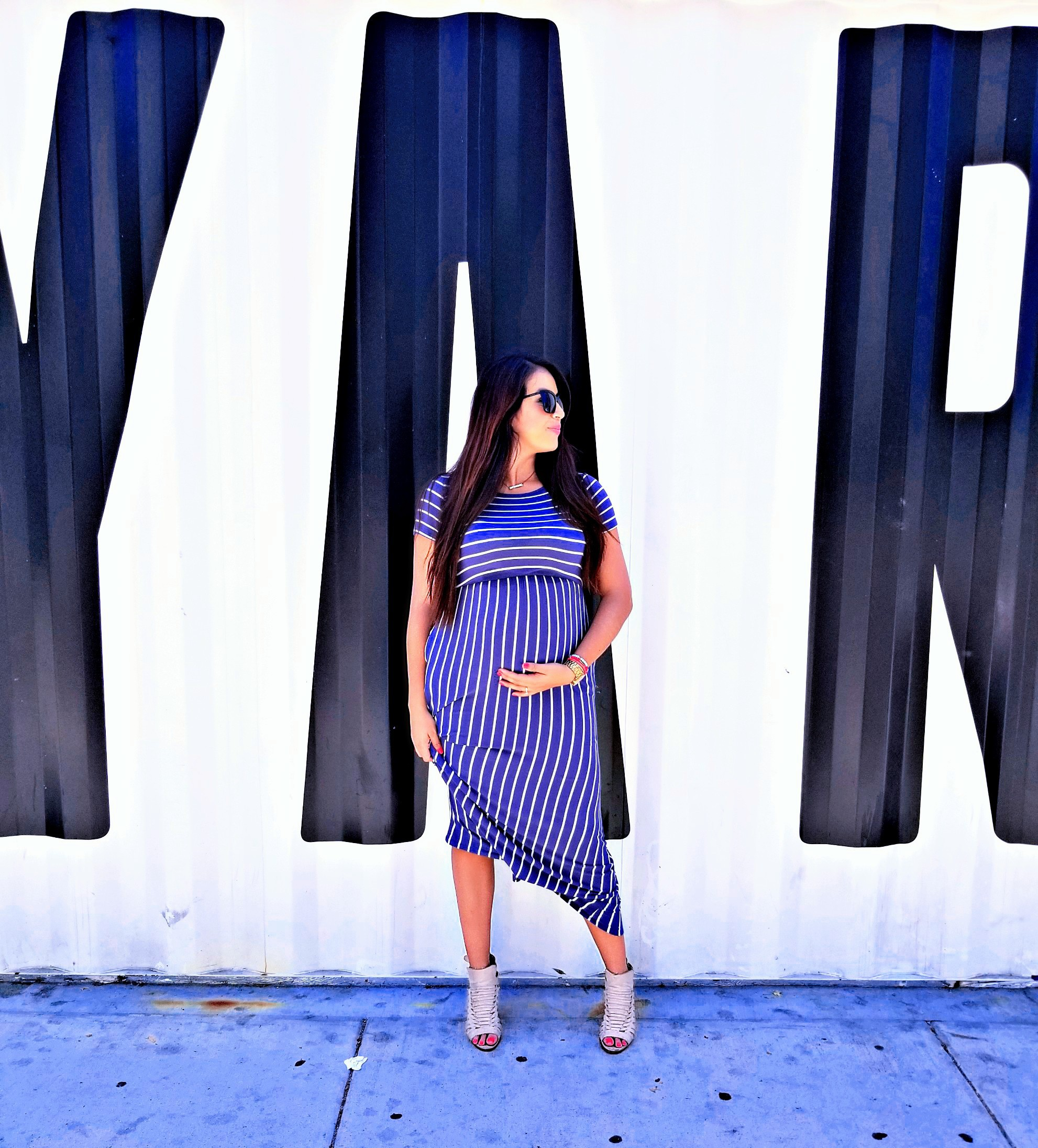 29076385d8636 It's tough to find beautiful and comfortable maternity wear. That is until  I received a hand me down maternity dress ...
